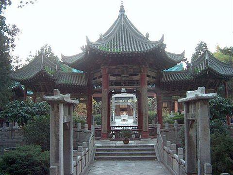 Masjid di Xian, China. Foto oleh Helen Kuyper (Flickr). Sumber: http://masbadar.com/100-gambar-foto-masjid-masjid-terkenal-dan-terindah-di-dunia-bag-02/