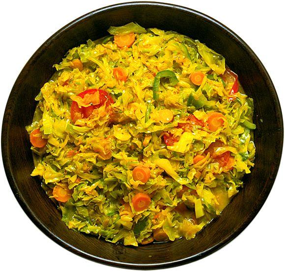 Kryddad kål är lätt att variera. Byt ut övriga grönsaker efter tillgång och säsong! Gott som tillbehör till lamm- eller kycklingrätter.