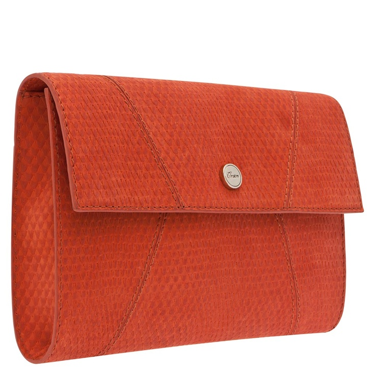 OVERSIZED CLUTCH | Use and oversized clutch during the day instead of your normal bag and notice how sophisticated you feel. This style still fits all of your essentials.