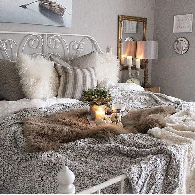 This bed!!!! Congratulations to Dale @bloomingdiyer who is this week's feature for #MyCozyWeekendCorner!! Seriously! Could it be any cozier❤️!! We would love for you to cohost with us beginning this Friday. Thank you to all who shared, I'm forever in awe of all of the talent in this decor community! Also thank you to the talented Rachel @rachel_bousquet for joining us this week!! Can't wait to see more of your cozy styled corners! #feature