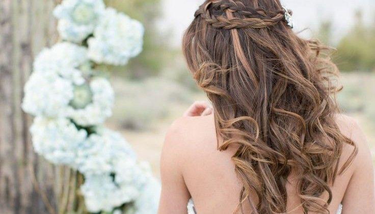Επιθυμείτε να έχετε υπέροχα μαλλιά την ημέρα του γάμου σας που θα τραβήξουν όλα τα βλέμματα; Χαρίστε στα μαλλιά σας μια περιποίηση μερικές εβδομάδες πριν τη γαμήλια ημερομηνία για να είναι αναζωογονημένα και λαμπερά!