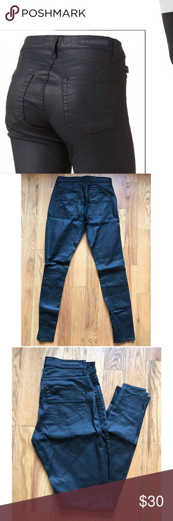 """Rock & Republic faux leather skinny jeans 👖 Rock these skinny jeans from Rock & Republic! Features 5 pockets and coated in sleek black faux leather. Measures 14"""" waist and 31"""" inseam. True to size.  Used. Good condition✔️ Rock & Republic Jeans"""