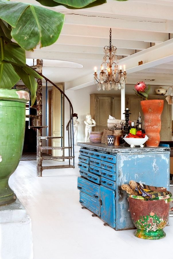 Köksskänken och spiraltrappan=  kitchen ladle and spiral staircase. I love the use of color!
