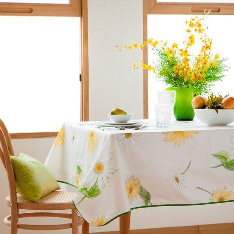 GEPLASTIFICEERD TAFELLAKEN MET MARGRIETEN - Tafelkleden en servetten - Tafelaccessoires | Zara Home België