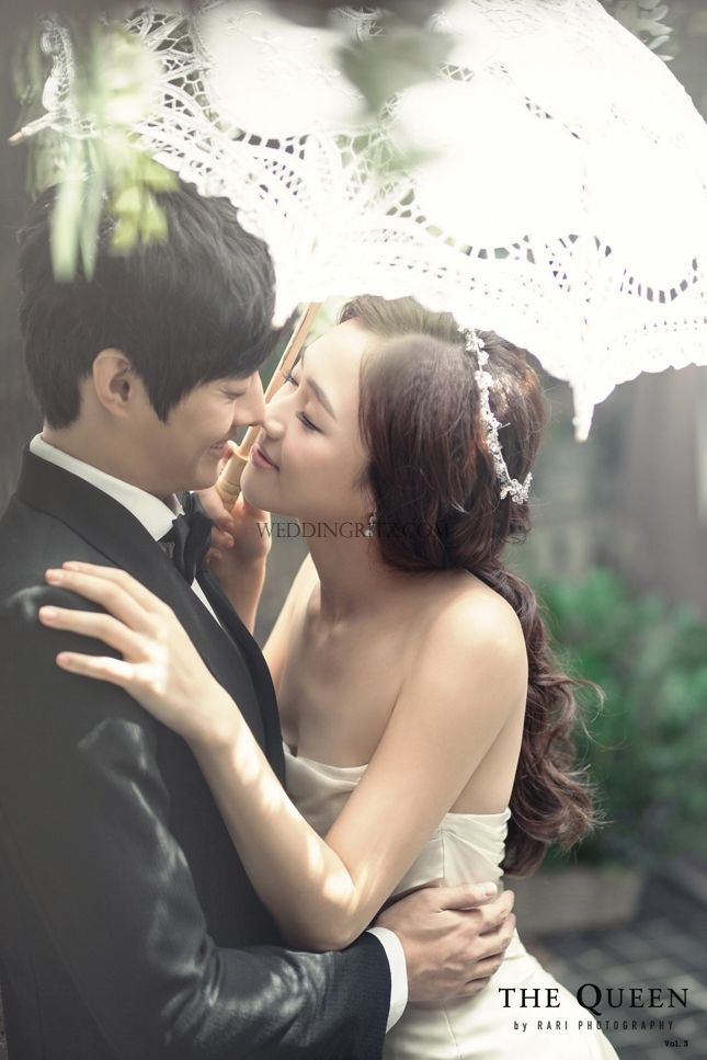 kiss scene wedding photo by the queen by rari