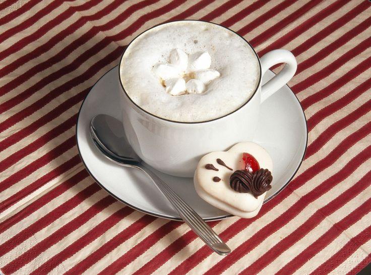 Как выглядит идеальный французский завтрак? Он состоит из хрустящей выпечки дополненной ароматным кофейным напитком. Впрочем, для идеального начала дня не обязательно ехать в Париж – достаточно купить парочку свежих круассанов и приготовить чашку кофе «Карт Нуар».