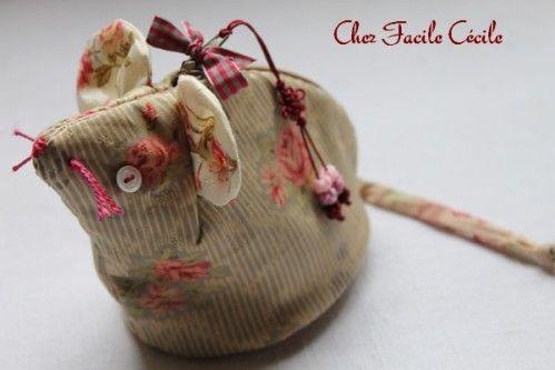 Cette jolie souris a été réalisée par Facile Cécile Le patron est ICI les explications de montage ICI Si vous voulez une invasion de souris pour Noël, à vous de jouer ! Bon ouvrage !