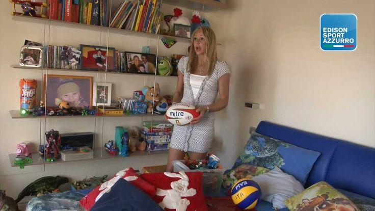 Martìn Castrogiovanni gioca a rugby a casa di Simona Gioli Martìn Castrogiovanni non si arrende: pur di approdare alle Olimpiadi di Londra 2012, s'intrufola anche a casa della pallavolista Simona Gioli.