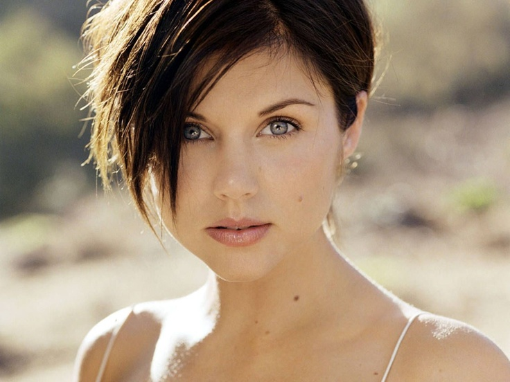 Tiffani Amber Thiessen short hair Celebrities with Round Shaped Faces