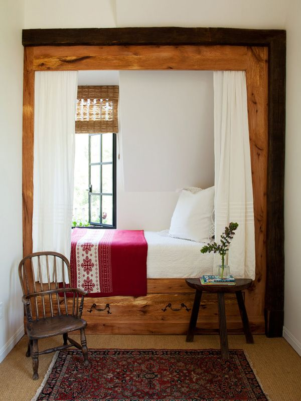 25 best ideas about bed nook on pinterest sleeping nook for Bed nook ideas