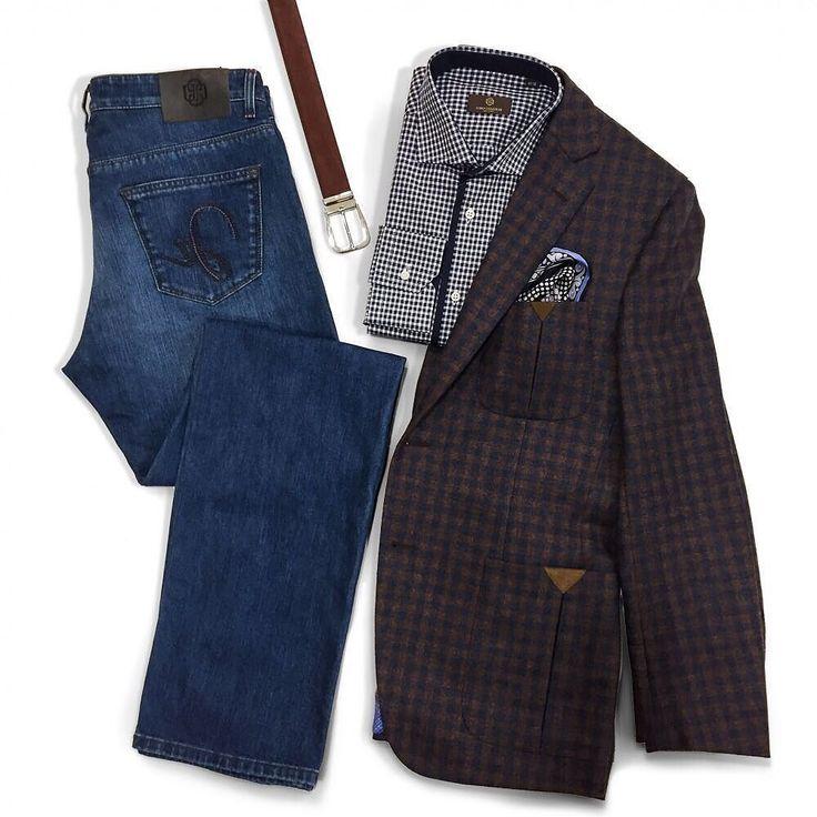 Casual стиль! Темно-синие классические джинсы спортивный пиджак с замшевой отделкой на локтях и сорочка с мелким принтом-отличное решение для свободной пятницы!  Ещё работаете но уже готовы к выходным и при этом выглядите безупречно! #uomocollezioni #uomoguide
