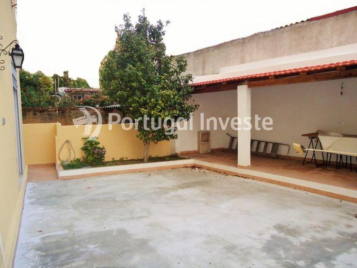 Vende Apartamento T2, remodelado, quintal, centro de Almada - Portugal Investe