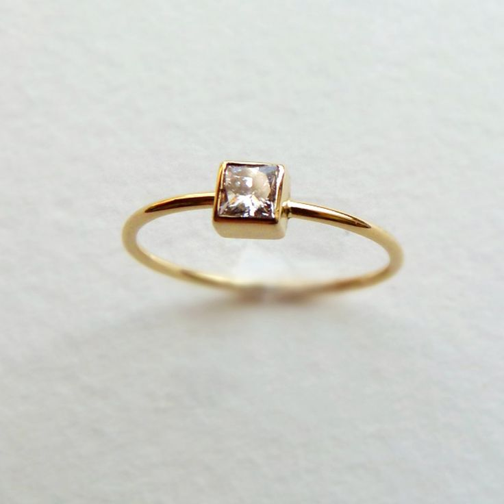 Princess Diamond Engagement Ring - 18k Solid Gold