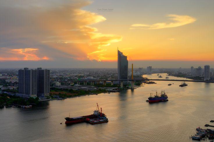 https://flic.kr/p/KdWqVs | Chao Phraya Sunset | Beautiful evening sunset of Chao Phraya River, Many cargo ships docked in the middle river near the Rama 9 Bridge, among many passenger ship sailed through.