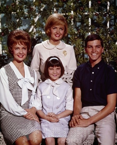 The Donna Reed Show - the 2nd cast -- Donna Reed, Shelley Fabares, Patty Peterson & Paul Peterson -- Missing is 'dad' Carl Betz -- (1958-1966)