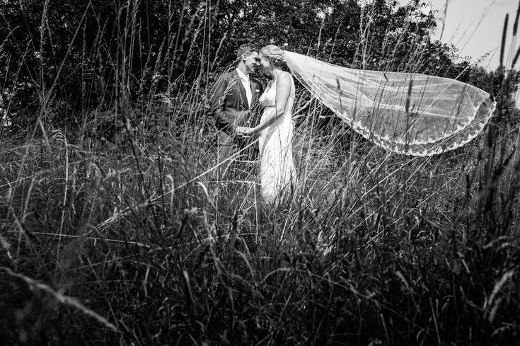 Fotoshoot bij Paviljoen Puur in Diemen  #paviljoen #puur #diemen #trouwen #trouwlocatie #Amsterdam #bruiloft #sluier #zwartwit #fotoshoot #veil #blackandwhite #weddingcouple