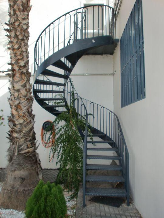Punterinox escaleras met licas y otros trabajos for Construccion de escaleras metalicas