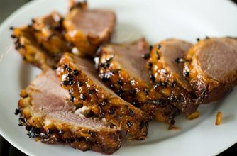 Gordon Ramsay's honey glazed ham #christmas #food #recipe Visit us: http://explodingtastebuds.com