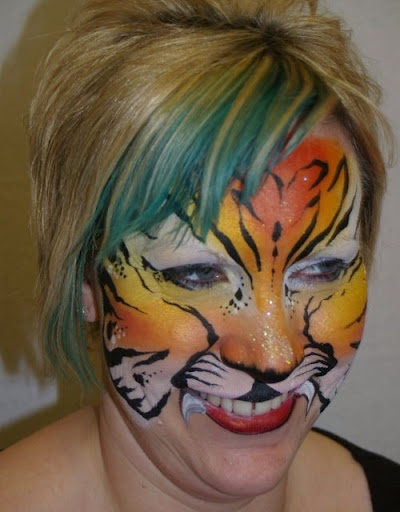 Facial design painter
