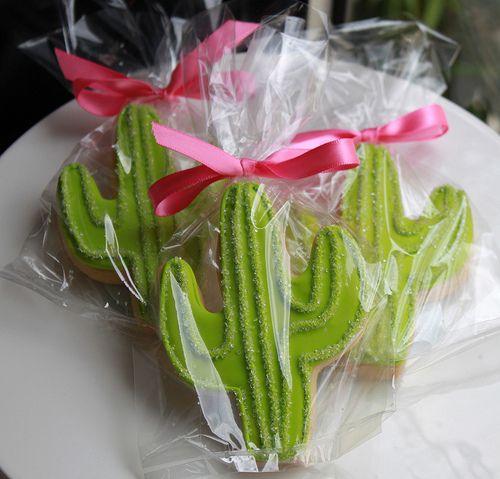 Saguaro Cactus Iced Decorated Sugar Cookies.  Desert sSouthwest New Mexico.  Gallatas decoradas.