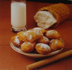 Bourekia me Anari (Pastries wth Ricotta Cheese)