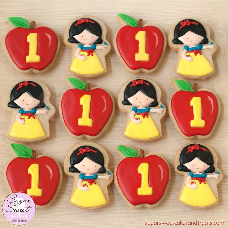https://flic.kr/p/BG5Jtt | Little Princess First Birthday Cookie Favors | Snow White and Red Apple, 1st birthday themed shortbread cookies by Angela Tran (SugarSweetCakesAndTreats.com)