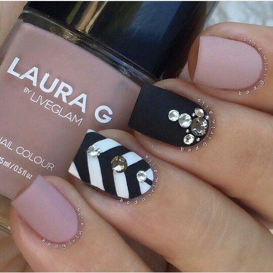 Mani negro y rosa con piedras