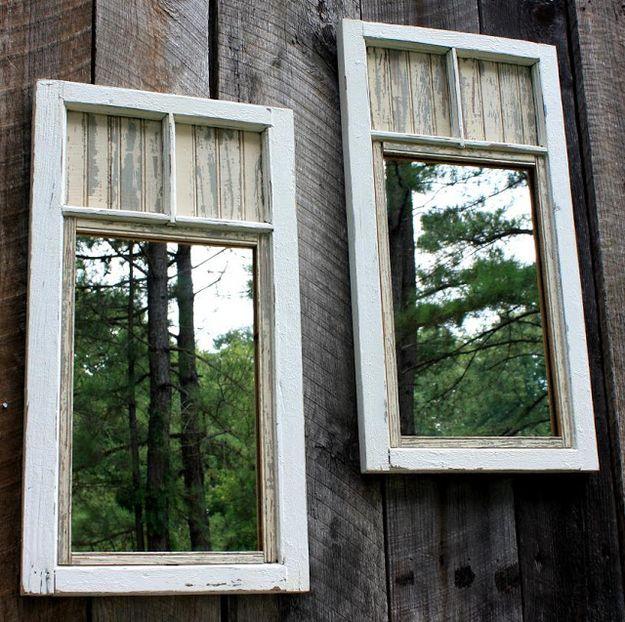 Setzen Spiegel auf Ihrem Zaun um den Hof größer aussehen.