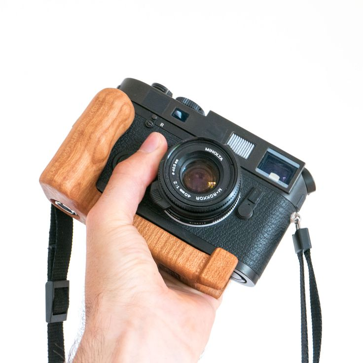 Leica M7 analog camera with a wooden Holzgriff cameragrip. The film can be changed without takeing the grip off.