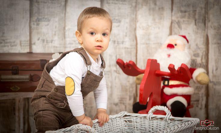 Karácsonyi babafotózás és családfotózás Kristóffal