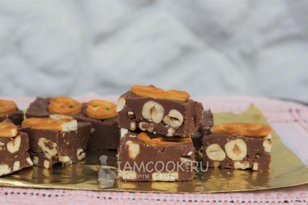 Фото шоколадного фаджа с фундуком