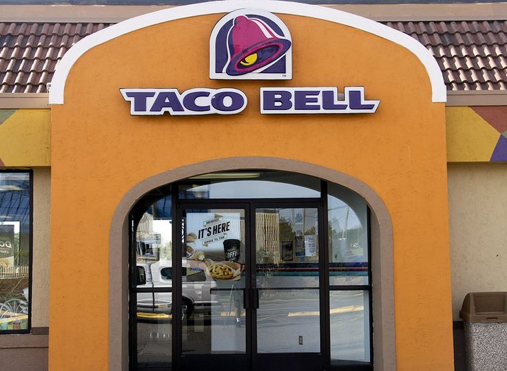 Stop bypassing your neighborhood Taco Bell location, and order these high protein meals that will help you lose weight fast.