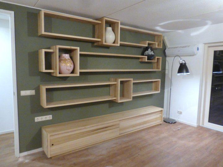 Kast in Tulpenhout, hangende kast voor boeken en vazen