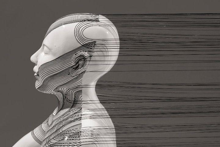 Reflected de Tracey Sarsfield est une exposition  qui les relations entre êtres humains et suscite la réflexion. La relation n'est pas toujours quelque chose qui peut être vue ou expliquée avec des mots.  Plusieurs des pièces présentées dans cette exposition montrent deux formes humaines assises, l'une en face de l'autre dans une pose méditative. Composés de résine, de peinture, de fibre de verre et de vinyle, les personnages sont reliés par un certain nombre de fils noirs.