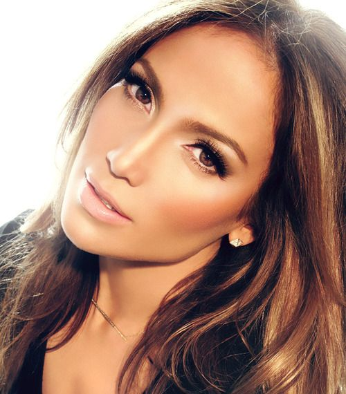 Jlo flawless face makeup look. Nude lip + highlighting and contouring + dramatic eyes