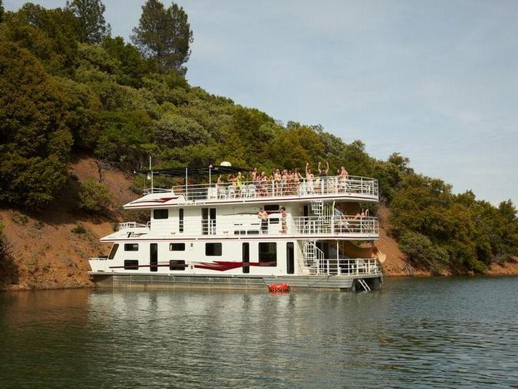 65 foot titan houseboat at lake shasta shasta lake for Mount shasta cabins for rent