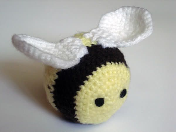Bumble Bee pattern super cute. :) amigurumi free patterns Pintere?
