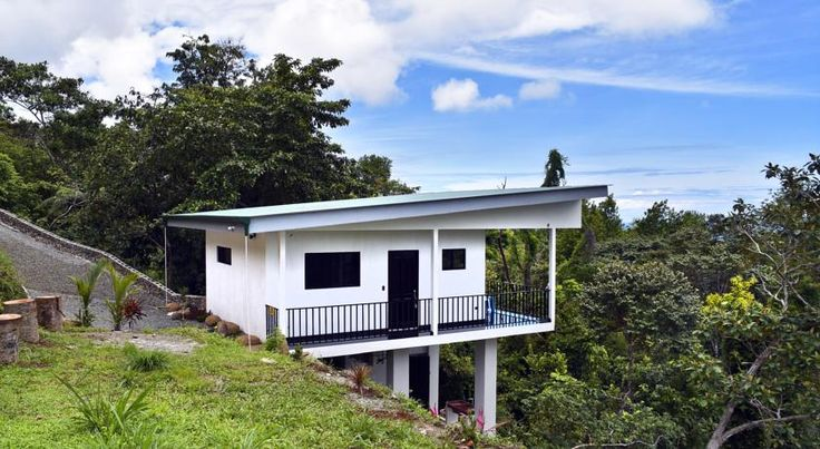 Casa Las Olas 20 Savegre Casa Las Olas 20 is a holiday home set in Savegre, 20 km from Manuel Antonio. The property features views of the sea and is 36 km from Playa Hermosa.  An oven, a fridge and a stovetop can be found in the kitchen.