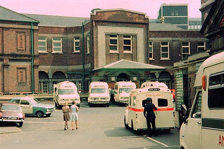 The main entrance to Nottingham General Hospital, 1975.