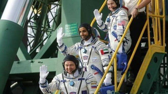 سعودي وسوري وإماراتي سفراء العرب إلى الفضاء أصبح هزاع المنصوري أول إماراتي يسافر الأربعاء إلى الفضاء ب International Space Station Space Station Astronaut