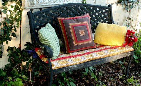 How To: Make a No-Sew Fold and Glue Garden Bench Cushion - need to make these for the ugly worn picnic table!