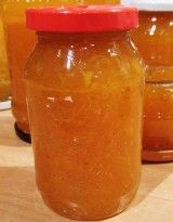 Gyömbéres, narancsos sütőtöklekvár     50 dkg tisztított tökhús     diónyi gyömbér     50 dkg filézett narancshús (2 -3 nagyobb narancs)     1 citrom     35 dkg cukor vagy xilit     1 zacskó zselésítő