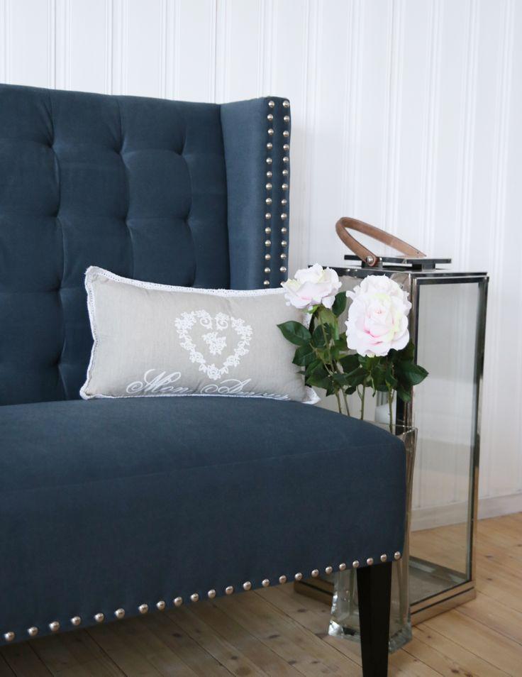 Utsnitt av Diningsofa i gråblå farge. www.krogh-design.no/shop