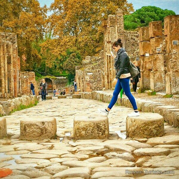 Помпеи, Италия. Древнеримский пешеходный переход на дорогах самых знаменитых руин. #италия #помпеи #экскурсии #экскурсиивпомпеи