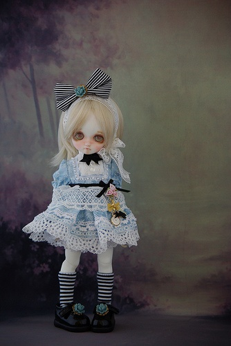 DD-Anne's new Alice in Underland dolls. Alice is so cute...! T___T