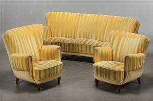 Vare: 3660669Dansk Snedkermester. Overpolstret bananformet sofa samt høj og lav hvilestol. (3)