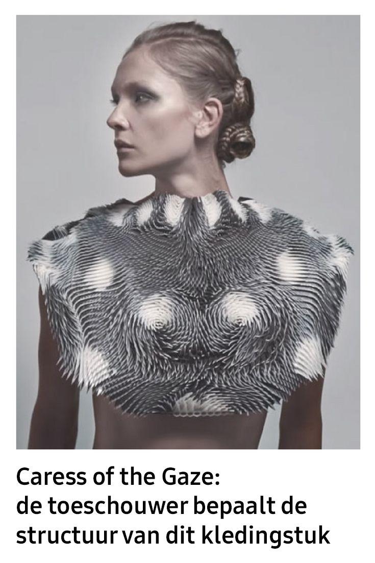 Binnen het segment van mode-innovaties wordt er veel geëxperimenteerd met interactiviteit. Hoe kan een drager of de omgeving van de drager invloed uitoefenen op een kledingstuk? Dat kan met het ontwerp van Behnaz Farahi zelfs met een starende blik.