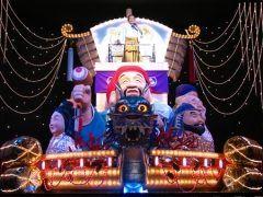北海道函館市末広町にある北島三郎記念館  函館から東京へ歌手の夢を叶え今では大御所とよばれる北島三郎さんの人生から夢を叶えることの大切さを学び昭和の文化も学ぶことができるアミューズメント施設です  ガイドが説明しあたかも北島三郎さんの人生を体験しているかのように観覧をすることができます 昔の知内駅を再現したセットや青函連絡船のセットなどもあり終盤では大型の宝船に乗ったロボットさぶちゃんのまつりライブは圧巻です  周辺には金森赤レンガ倉庫や元町教会群函館山などが徒歩圏内にあり函館港が一望できるホテルレストランも館内に併設されていますので観光にも大変便利です 大人も子供も楽しめる施設ですよ tags[北海道]