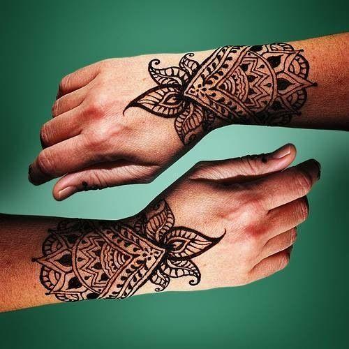 Leafy viny tattoo made of henna