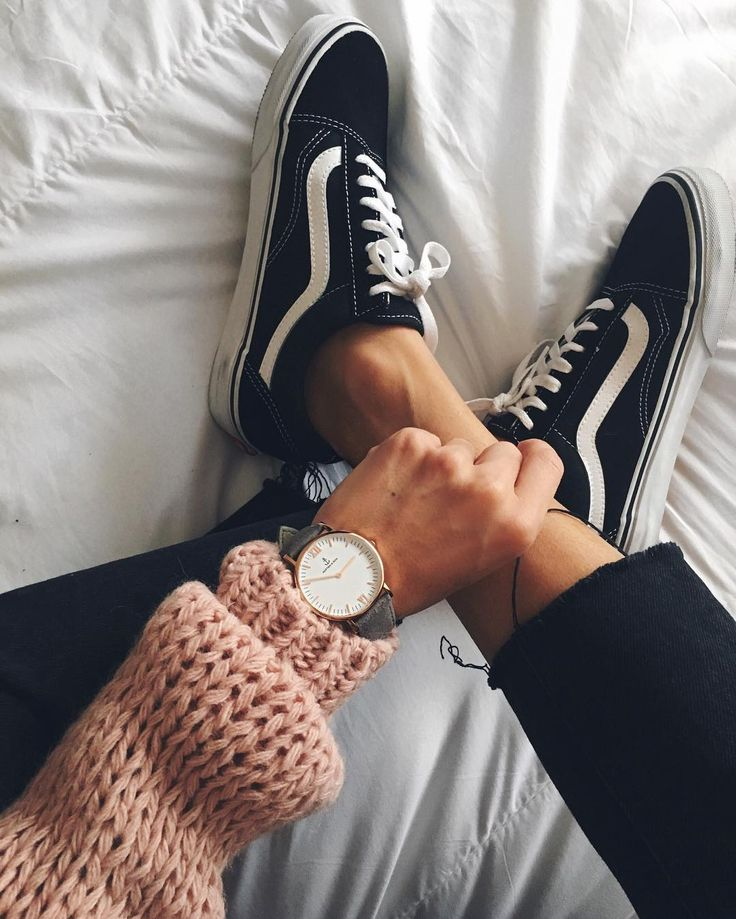 Vans | Sneakers | Musthaves | Sweater | How to style your Vans | Streetstyle | More on Fashionchick
